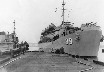 USS_Mercer_at_port